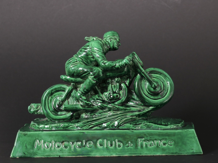 En vente :  TROPHEE MOTOCYCLE CLUB  DE FRANCE M.C.F CERAMIQUE EMAILLEE